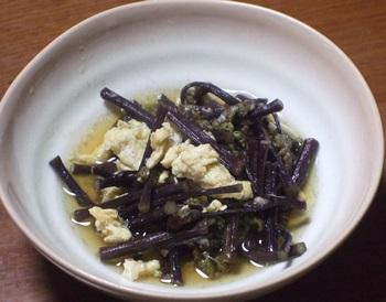 炒り卵とワラビ